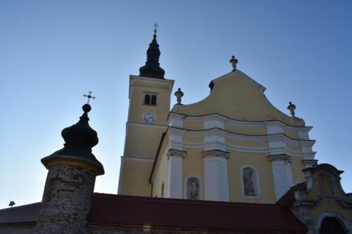 Crkva s cintorom